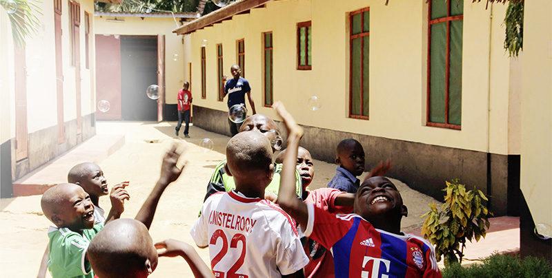 Eine Zukunft für Waisenkinder: Mit unserer Spende ermöglicht ihnen der Furaha Phönix Kinderhaus e. V. eine Schulausbildung.